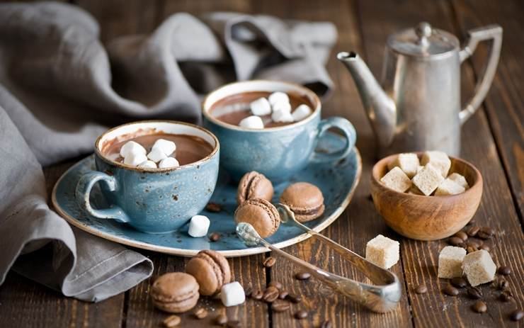 La o ciocolata calda/cafea cu marshmallows, prin Bucuresti