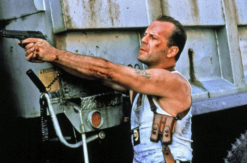10 clisee ale filmelor de actiune din anii 90 pe care le stii si tu